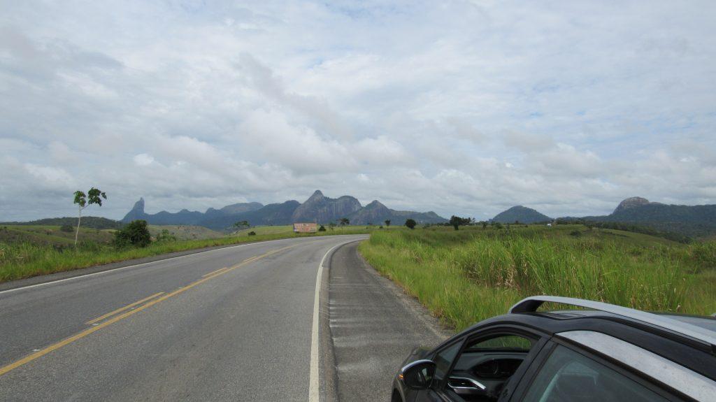 Dirigindo na estrada